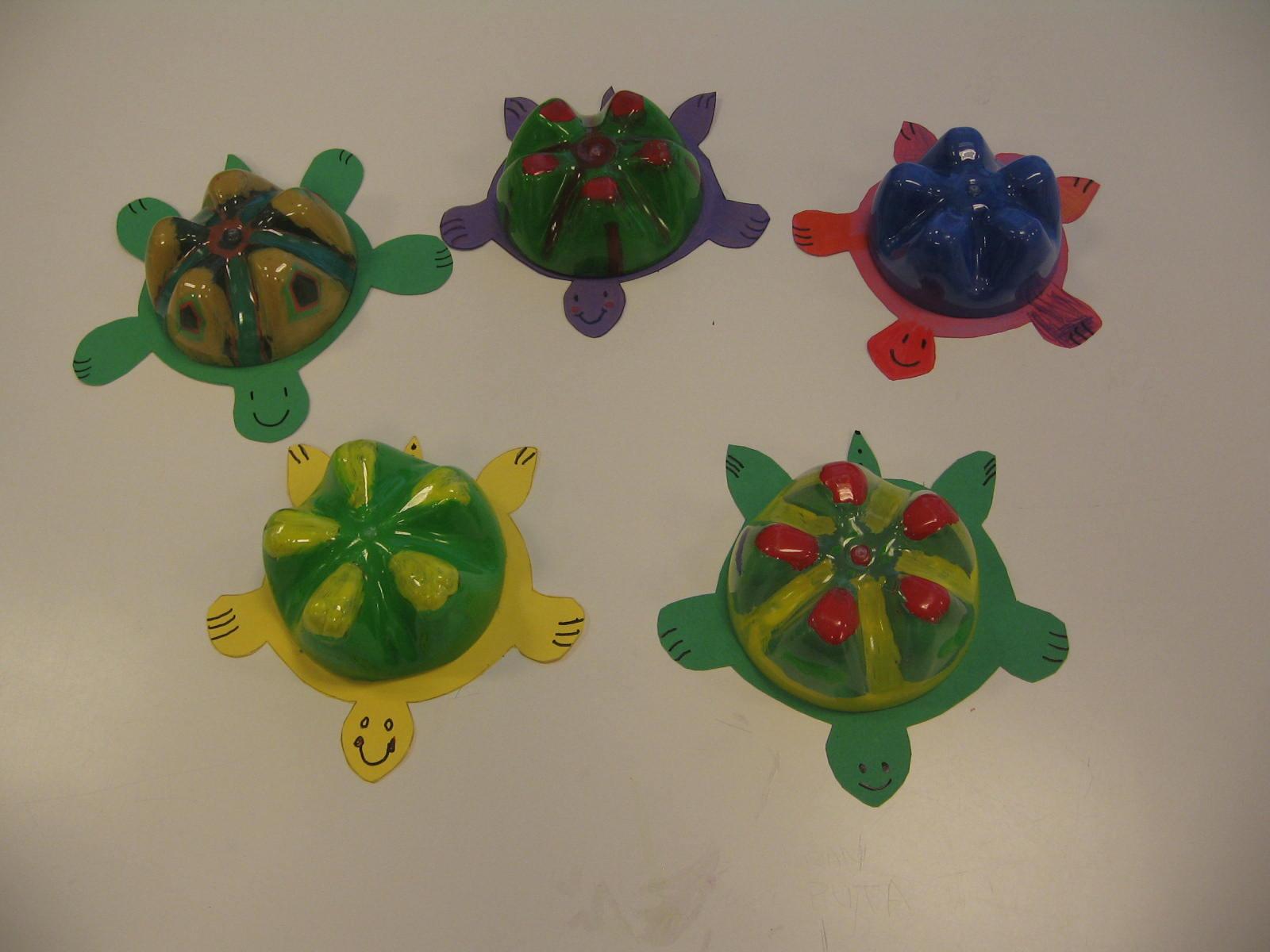 tortugas realizadas con material reciclado
